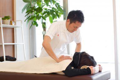 肩の施術・治療・マッサージをするピアシティ整骨院伊藤院長
